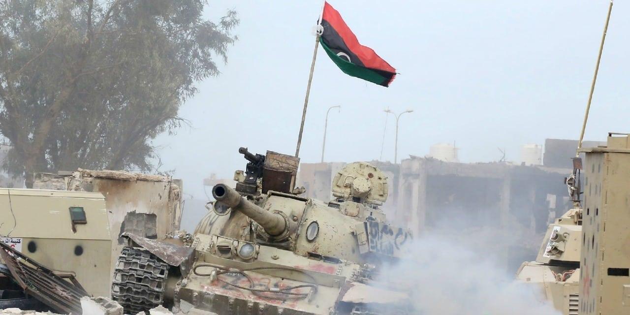 Libia a un passo dalla guerra, raid aerei su Tripoli