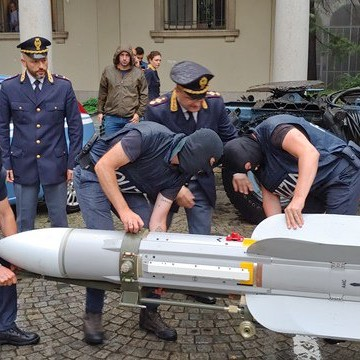 Perché l'antiterrorismo indagava sul missile di Pavia