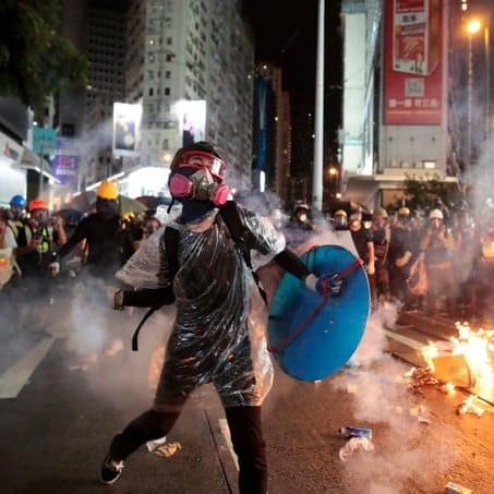 Hong Kong, la bomba sulla strada del