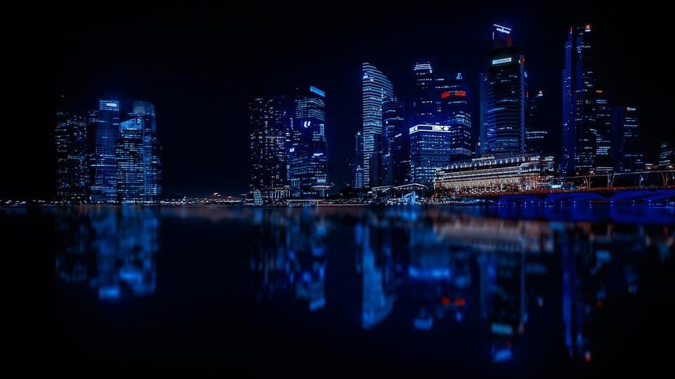 Singapore allenta la politica monetaria