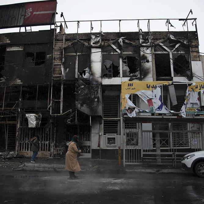Il crollo dei simboli del khomeinismo