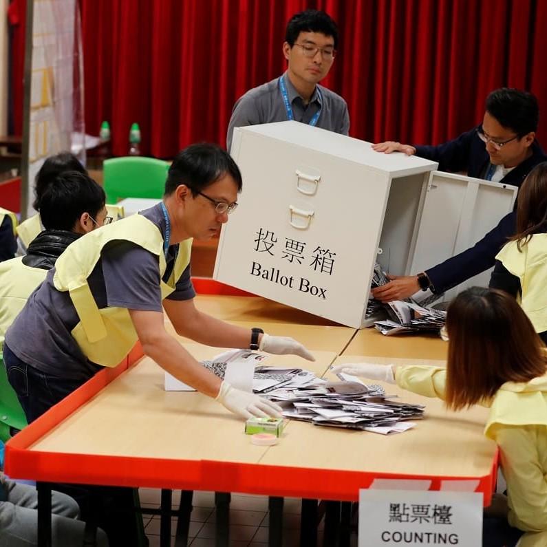 Ad Hong Kong hanno vinto i candidati pro-democrazia