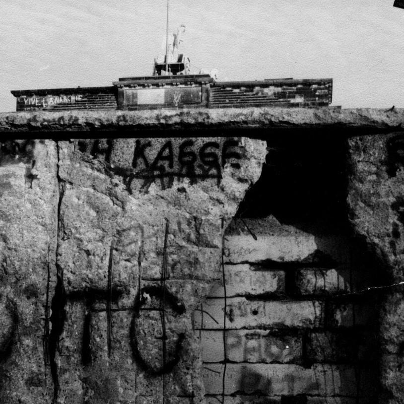 Sul fronte orientale avvenne l'anticipazione del crollo del Muro