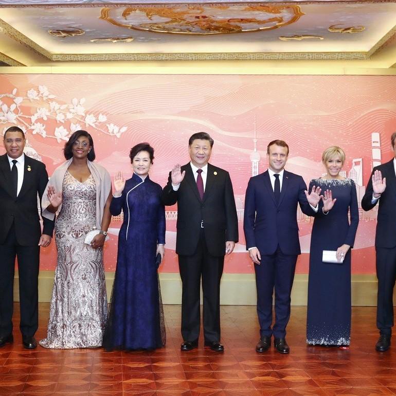 Macron a Shanghai a difesa degli interessi dell'Ue