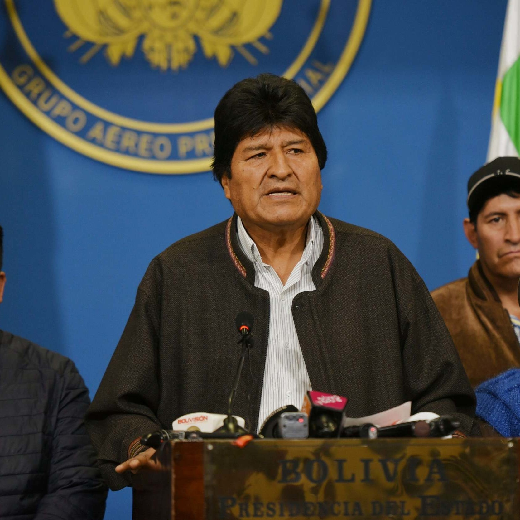 Morales scappa e Guaidó spera