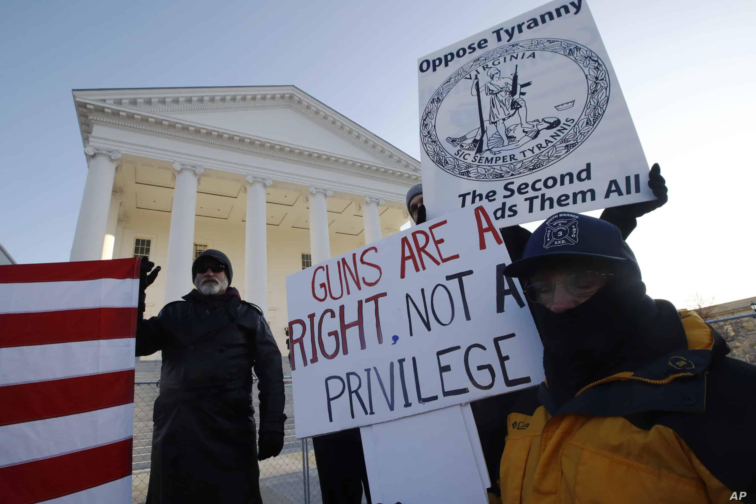 Migliaia persone in marcia per le armi in Virginia