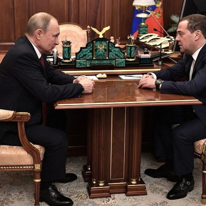 Russia, Medvedev e il governo danno le dimissioni