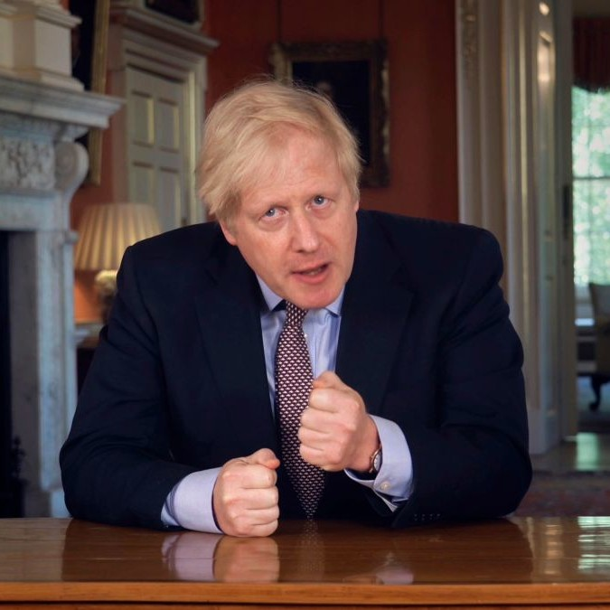 Boris Johnson illustra il piano post-lockdown