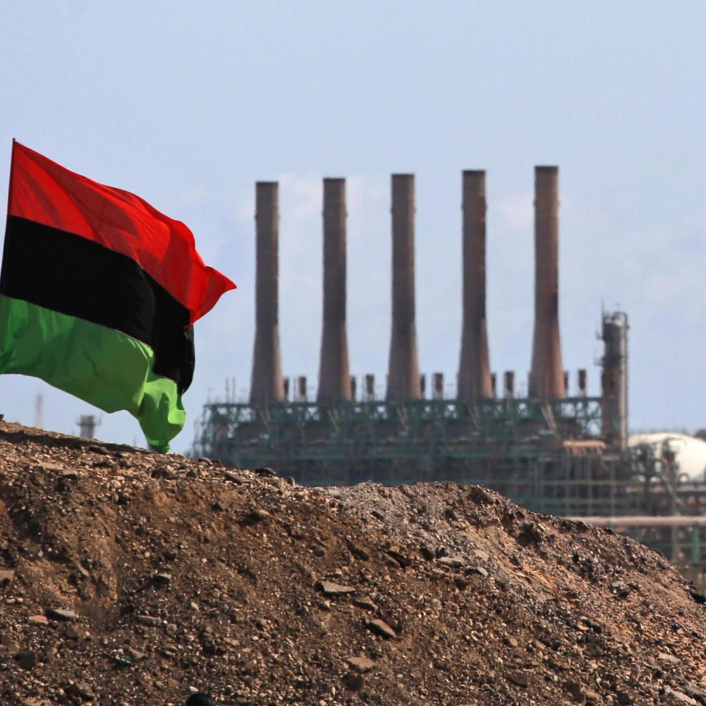 Libia, l'Italia cerca di salvare il petrolio e la faccia