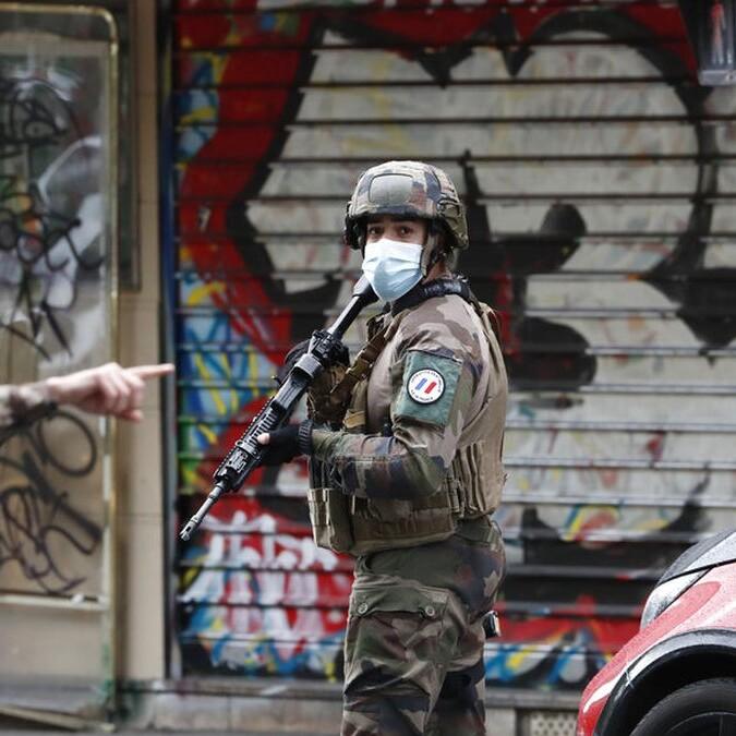 Parigi, 4 accoltellati vicino alla vecchia sede di Charlie Hebdo