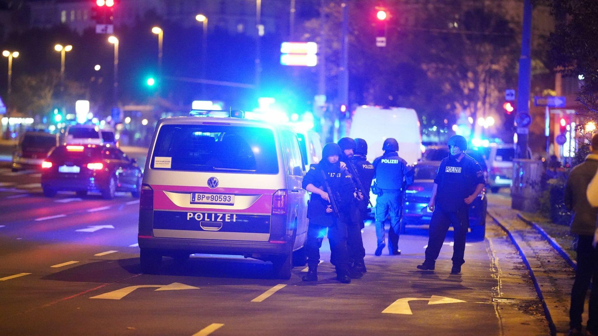 Vienna, attacco terroristico in 6 punti della città