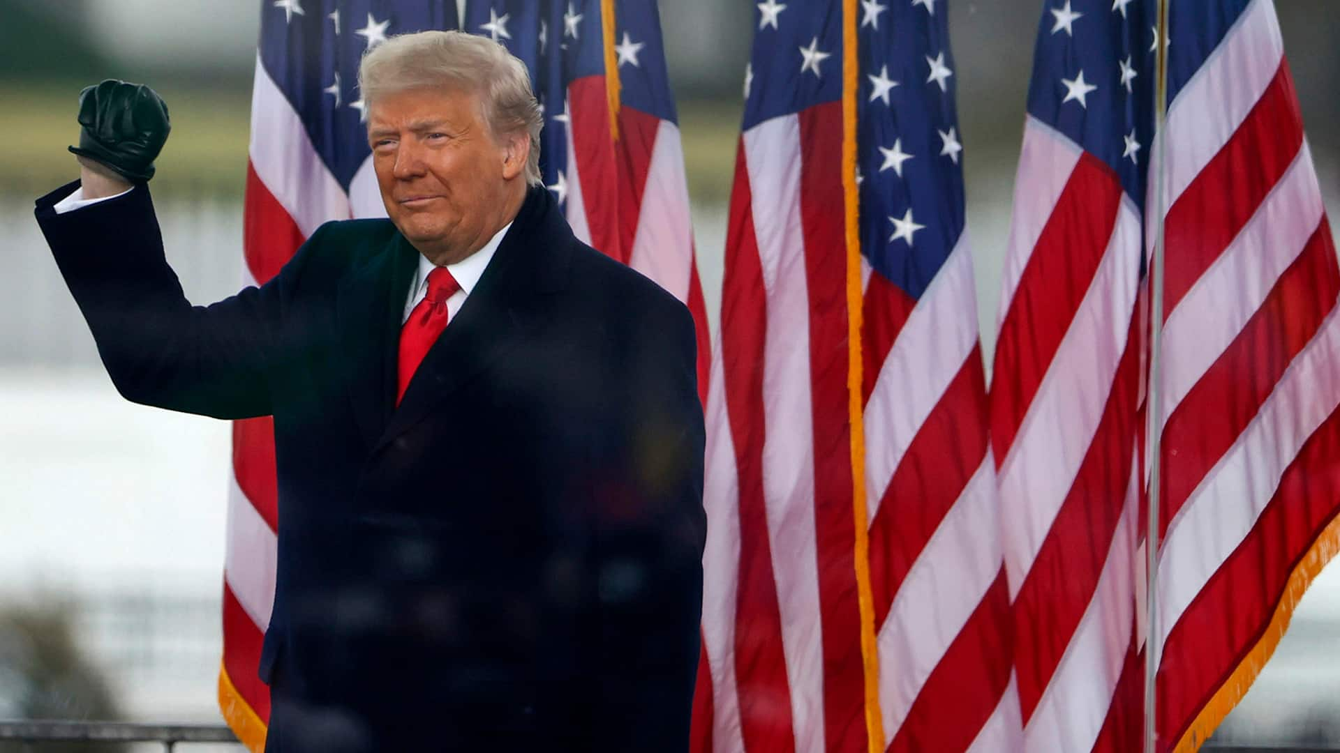 Trump assolto, QAnon nei tribunali
